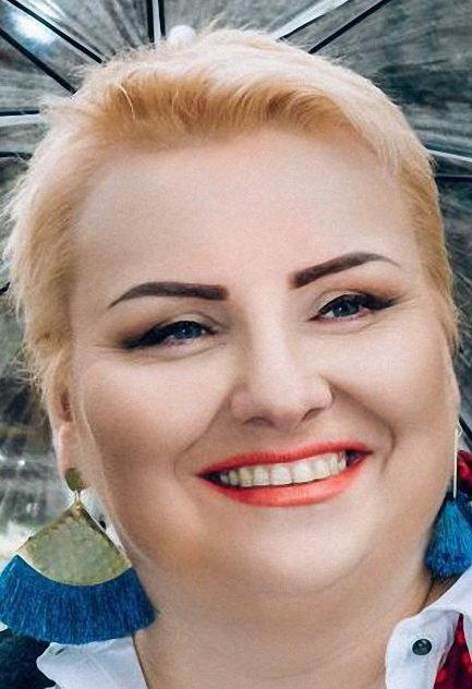 Мари́на Фра́нцевна Попла́вская